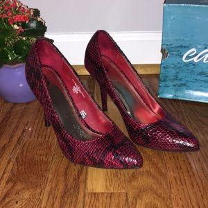 NWOT Snakeskin Heels